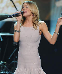 LeAnn Rimes Sings Emotional Tribute to Whitney Houston
