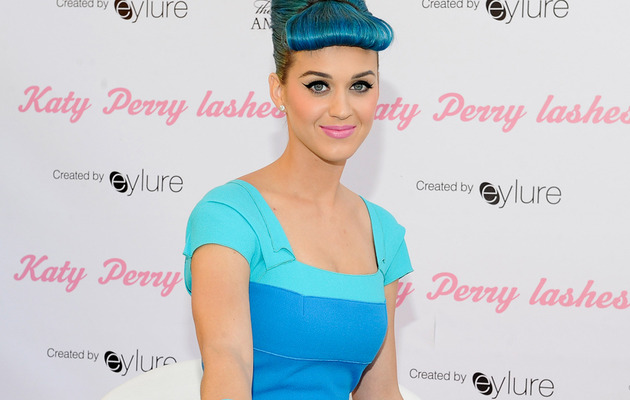 "Katy Perry Gets Major Makeunder for ""Raising Hope"""