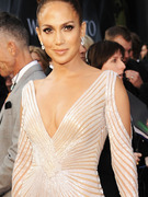 Jennifer Lopez Insists &quot;There Was No Nipple&quot; on Oscar Night