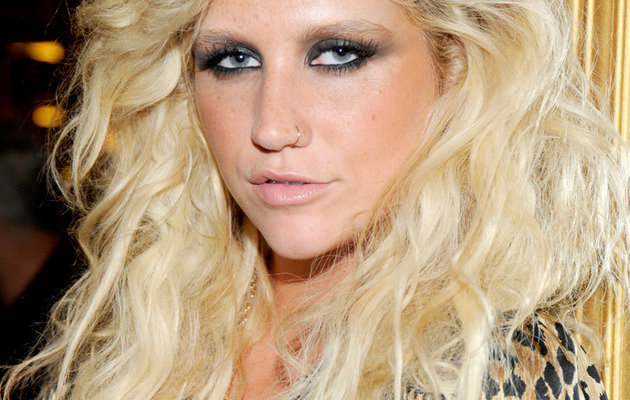 Ke$ha Glues Studs To Her Head!