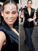 Bling It On! Alicia Keys Rocks Jeweled Headpiece
