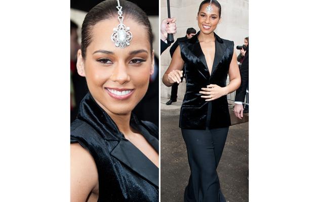Bling It On! Alicia Keys Rocks Jeweled Headpiece
