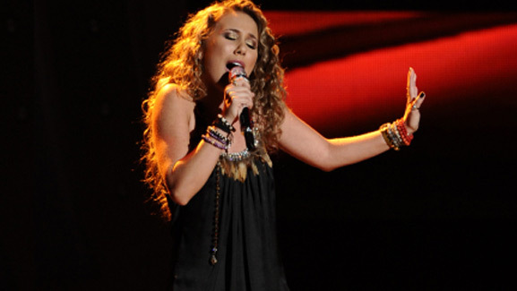 Haley Reinhart Gets Standing Ovation on 'American Idol'
