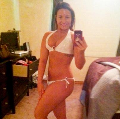 Photo: Demi Lovato Shows Off Her Bikini Body!