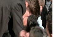 Video: Robert Pattinson Kisses Taylor Lautner!