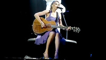 Taylor Swift Covers Alanis Morissette, Justin Bieber in Concert