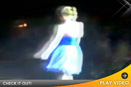 Taylor Swift Suffers Wardrobe Malfunction