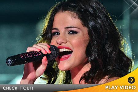 Selena Gomez Raps Nicki Minaj's 'Super Bass'
