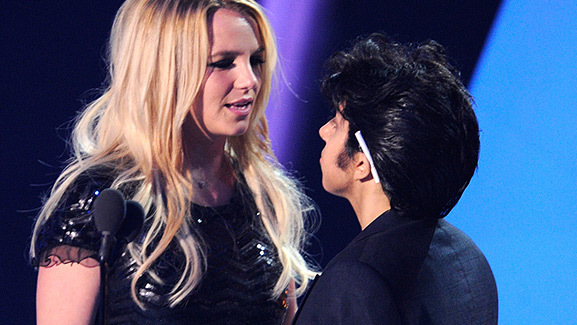Video: Britney Spears Refuses to Kiss Lady Gaga