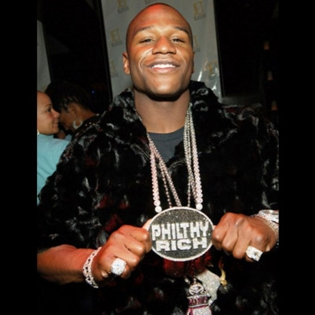 Little man Floyd Mayweather has some big money -- and he likes to show it off.