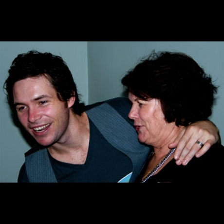 """Idol"" Michael Johns belts out ""Sweet Caroline"" with his mum."