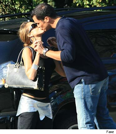 Jessica Alba kisses boyfriend Cash Warren
