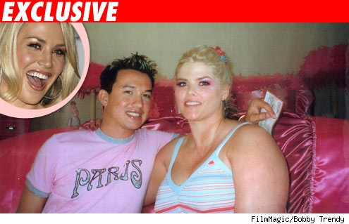 Willa Ford inset into a picture of Anna Nicole Smith and Bobby Trendy
