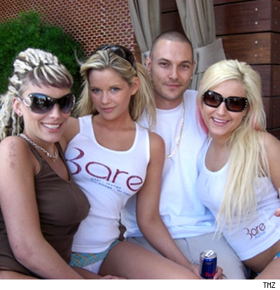 Kevin Federline and groupies
