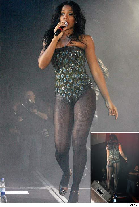 Kelly Rowland Miss Kelly showed off her ass legs and hydraulic leather