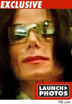 http://ll-media.tmz.com/2009/06/25/0625_michael_jackson_mini_launch_2-1.jpg