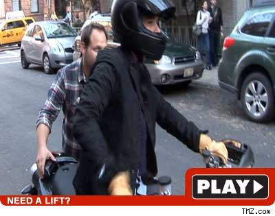 Orlando Bloom on Orlando Bloom Uses Tmz Instead Of Aaa   Tmz Com