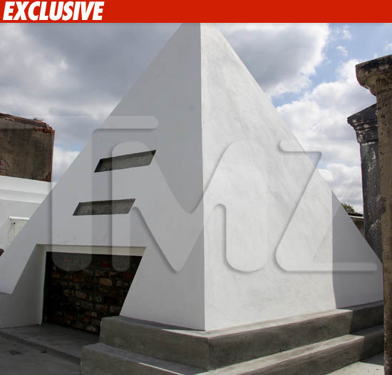 Nic Cage Buys Pyramid -- To Be Dead In