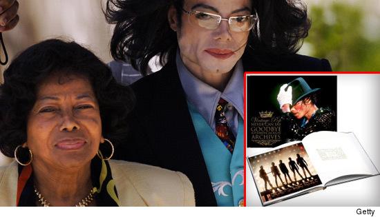 http://ll-media.tmz.com/2010/06/19/0619-katherine-michael-jackson-book-getty-reg3-credit.jpg