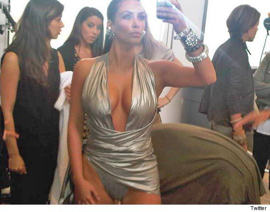 2011 Kim Kardashian sexy pics
