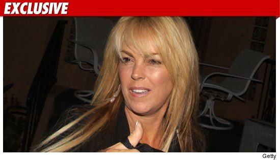 0725_Dina_Lohan_getty_ex