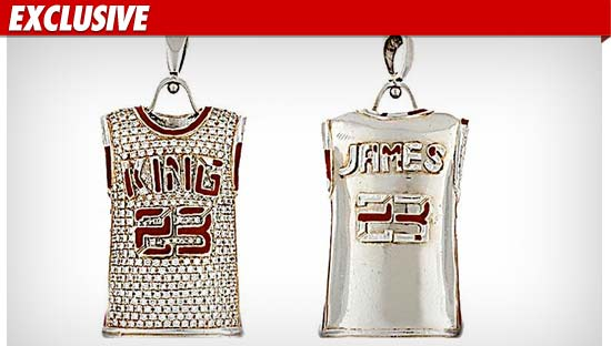 1018_lebron_james_pendant_EX