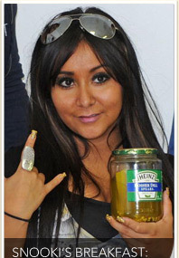Snooki Eats Pickle Pancakes!