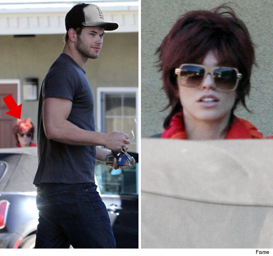 http://ll-media.tmz.com/2010/11/15/1115-analynne-kellan-fame-arrow-credit.jpg