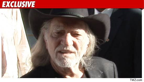 1128_Willie_Nelson_TMZ_EX
