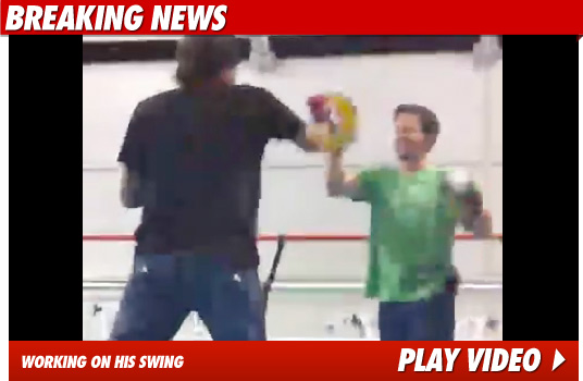 120110_mark_wahlberg_boxing_video