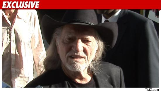 1207-willie_nelson_tmz_ex