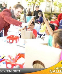 """Glee"" Cast Gives Back!"