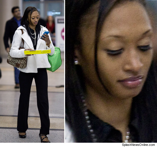 http://ll-media.tmz.com/2011/01/08/0108-sade-anding-splash-credit.jpg