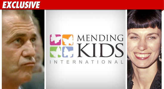 0311_mel_gibson_mending_kids_robyn_EX