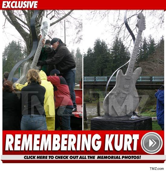 0405_kurt_cobain_memorial_statue_EX