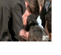 Video: Robert Pattinson Kisses Taylor Lautner!