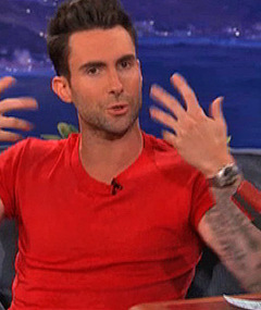 Adam Levine Talks Aguilera Rumors, Calls Her a &#039;Pain&#039;