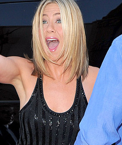 Jennifer Aniston Does &#039;Horrible Bosses&#039; Premiere Solo