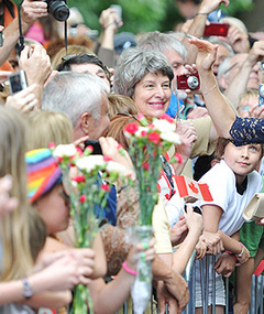 Photos: Canadians Go Crazy for William &amp; Kate!