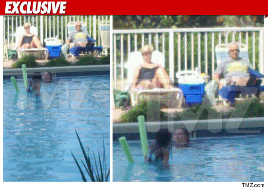 CASEY ANTHONY'S PARENTS - CATCHING SOME RAYS