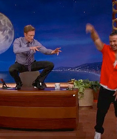 The Situation Teaches Conan O&#039;Brien His Ab Workout