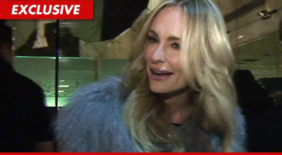 0819-taylor-armstrong-EX
