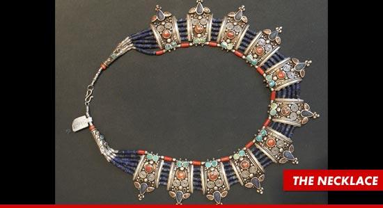 0908_leo_dicaprio_necklace_splash