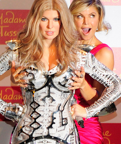 Fergie Gets Hands On with Own Wax Figure