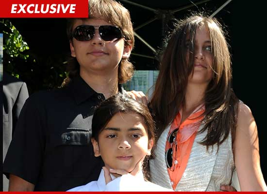 http://ll-media.tmz.com/2011/09/30/0930-mj-kids-getty-ex.jpg