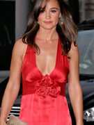 Pippa Middleton: Red Hot with Plunging Neckline!