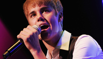 "Justin Bieber Debuts Christmas Song ""Mistletoe"" in Concert"