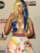 Nicki Minaj Busts Out at AMA Press Conference