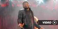 Usher -- Rips His Pants in Front of Bill Clinton