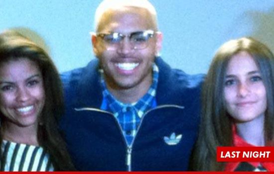 Paris no show de Chris Brown, com tratamento Vip 1021-chris-brown-paris-jackson-twitter